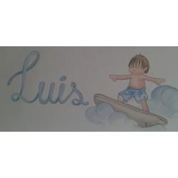 Niño surfeando con nombre